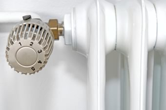 radiator with thermostatic valve